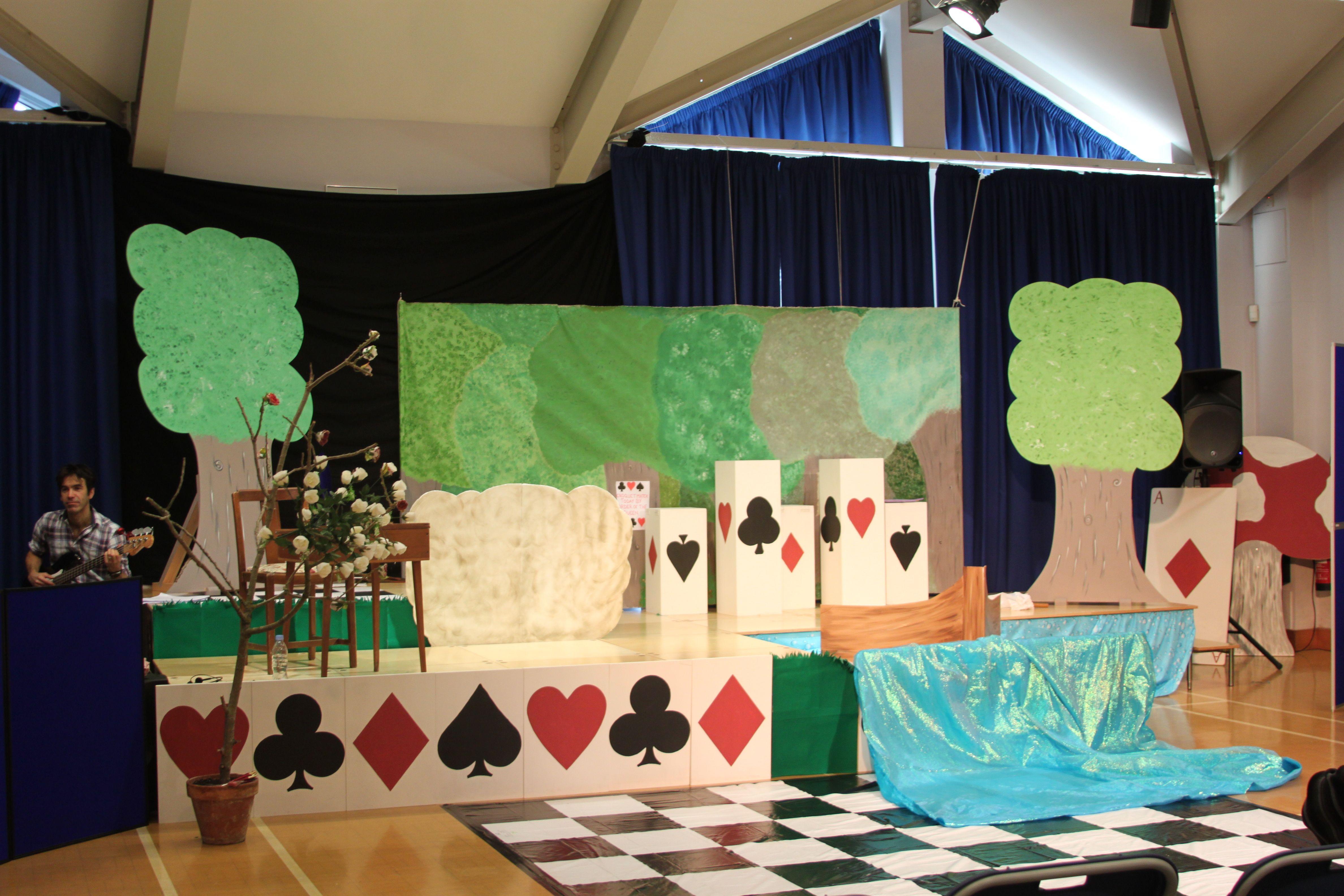 Footlights Theatre Workshop Alice in Wonderland set